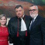 Presidente Renaldo na posse do Vice-Presidente e Corregedor do TRE, o Desembargador Cláudio Brandão de Oliveira